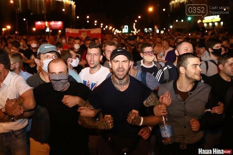 Білорусь прокинулась: країну охопили протести , а у кількох містах  ОМОН опускає щити і стає на сторону протестувальників (ФОТО, ВІДЕО), фото-11