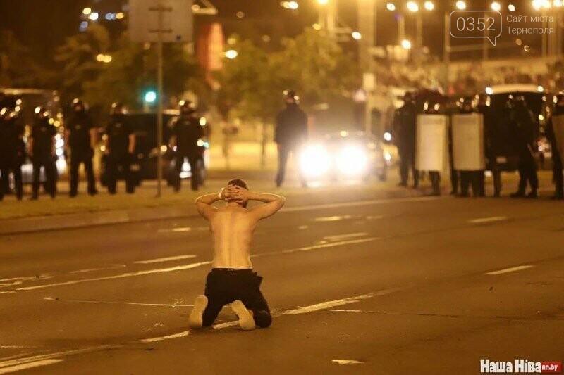 Білорусь прокинулась: країну охопили протести , а у кількох містах  ОМОН опускає щити і стає на сторону протестувальників (ФОТО, ВІДЕО), фото-10