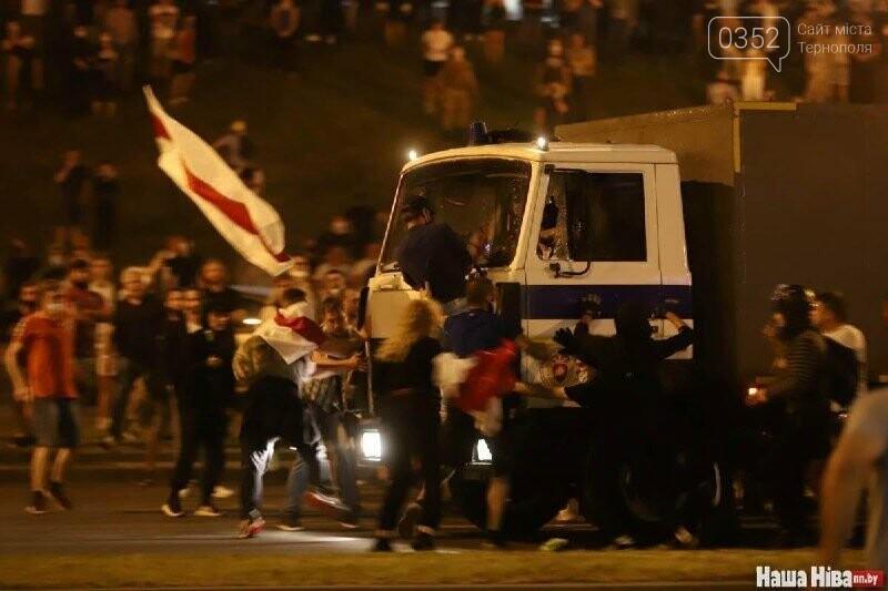 Білорусь прокинулась: країну охопили протести , а у кількох містах  ОМОН опускає щити і стає на сторону протестувальників (ФОТО, ВІДЕО), фото-9