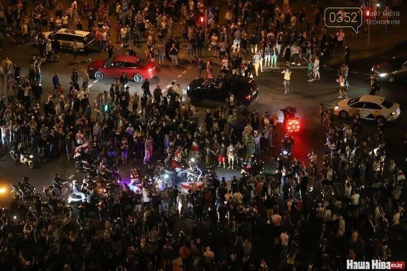 Білорусь прокинулась: країну охопили протести , а у кількох містах  ОМОН опускає щити і стає на сторону протестувальників (ФОТО, ВІДЕО), фото-5