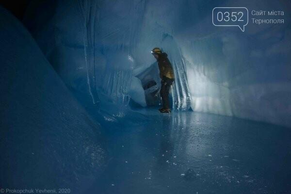 Неймовірні фото льодової печери в Антарктиді показали українські полярники (ФОТО), фото-1
