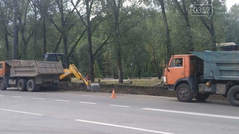 На проспекті Злуки облаштовують місце для паркування приватного транспорту (ФОТО), фото-1