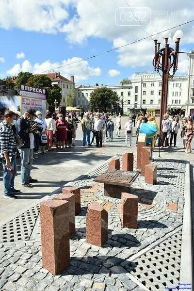 У центрі Тернополя відкрили бронзовий макет міської ратуші (ФОТО), фото-3