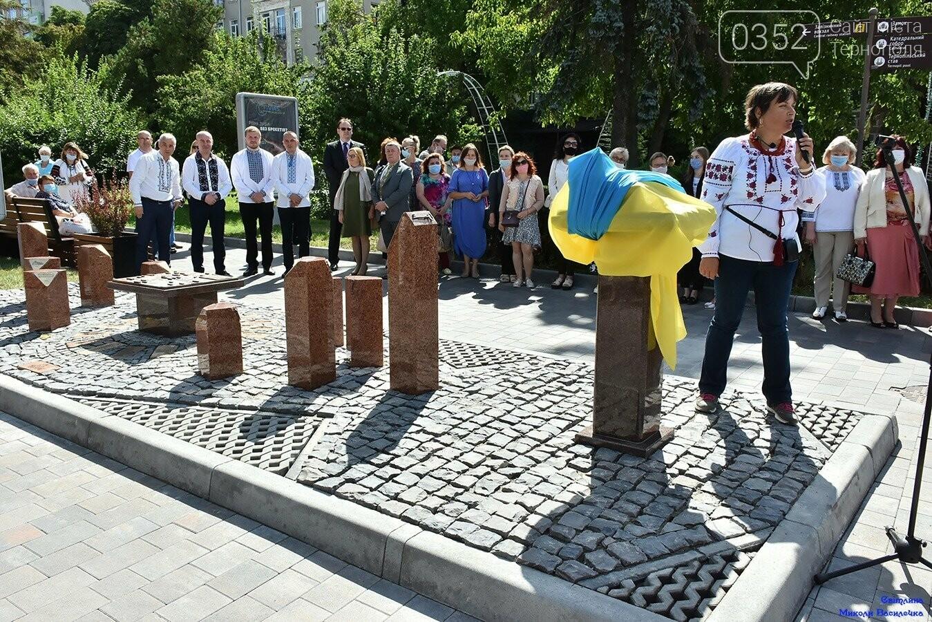У центрі Тернополя відкрили бронзовий макет міської ратуші (ФОТО), фото-2