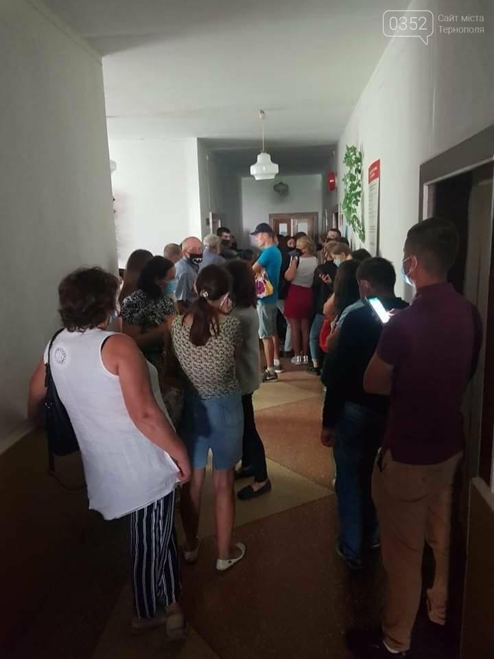 У лікарні на Тернопільщині люди чекають годинами, щоб пройти флюорографію (ФОТО), фото-1
