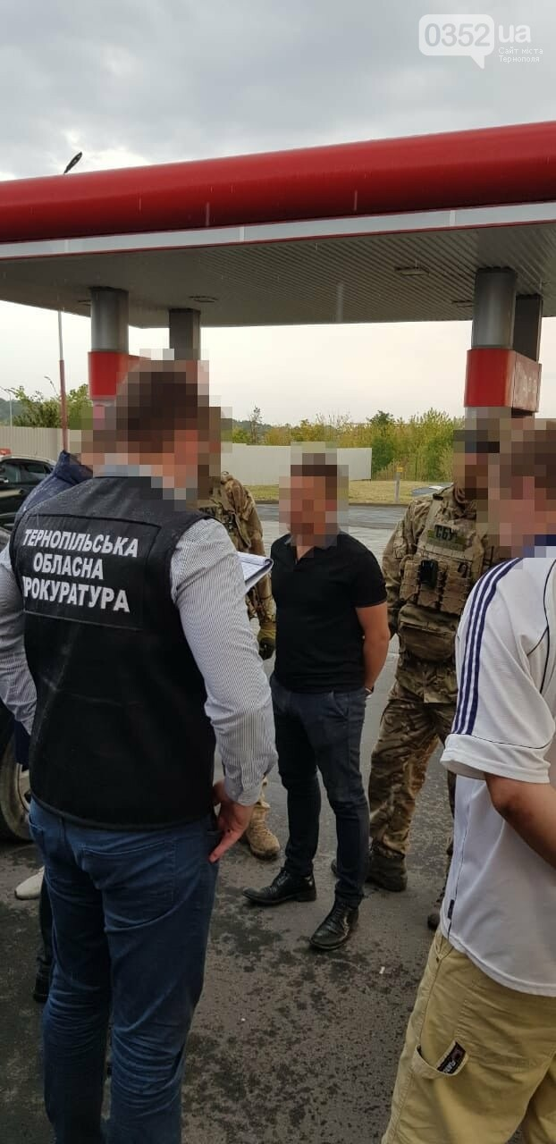 У Тернополі за рекет затримали податківця, його сина та двох спільників (ФОТО), фото-4