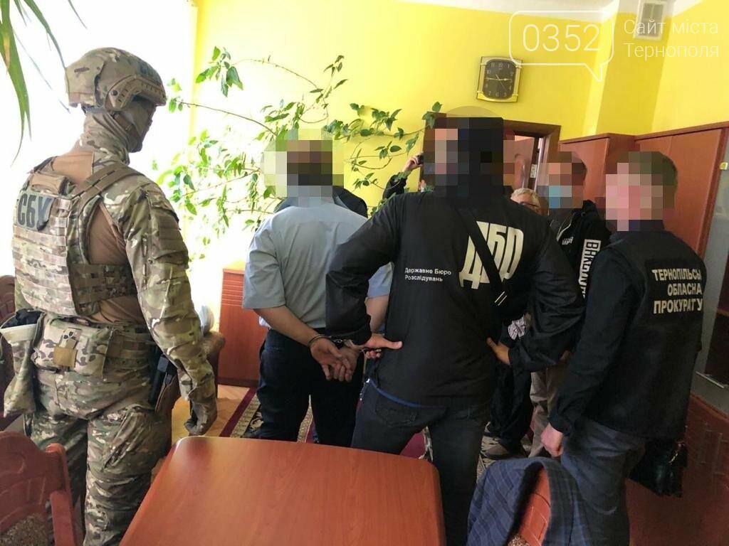 У Тернополі за рекет затримали податківця, його сина та двох спільників (ФОТО), фото-1