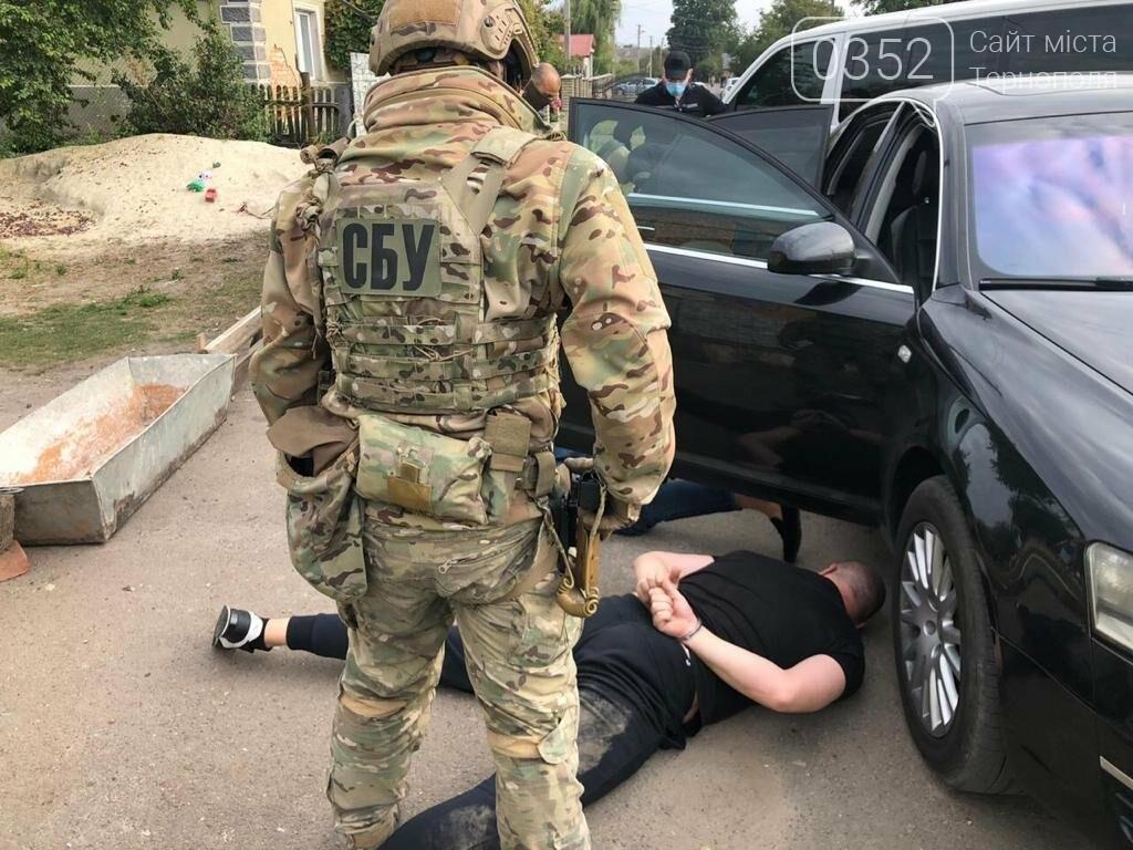 У Тернополі за рекет затримали податківця, його сина та двох спільників (ФОТО), фото-3