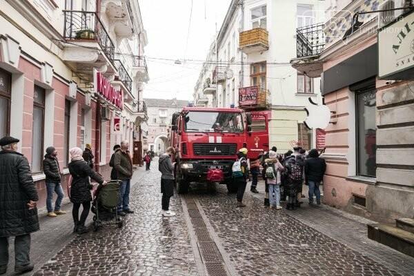 Евакуація в центрі Тернополя: рятувальники показали наслідки пожежі (ФОТО), фото-3