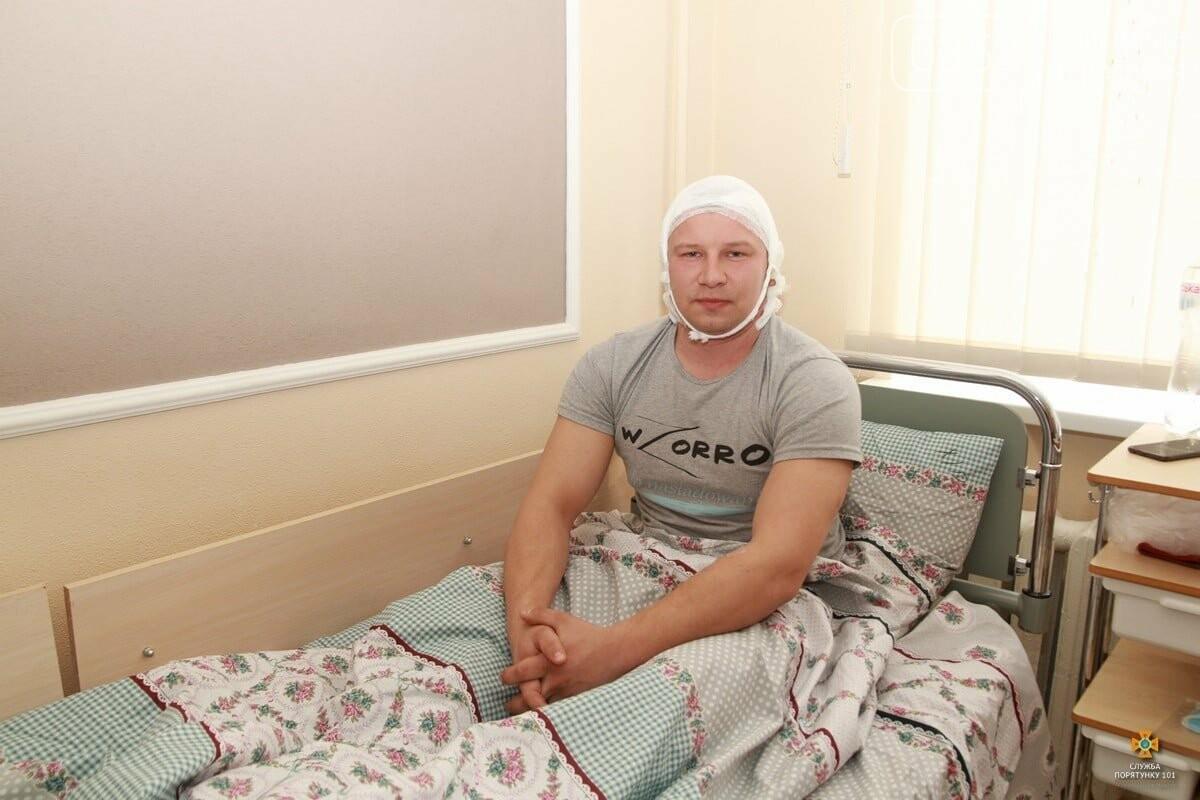 У Тернополі провідали рятувальника, який найбільше постраждав під час пожежі у центрі (ФОТО), фото-2