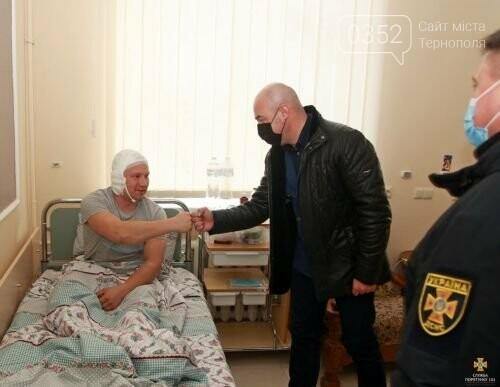 У Тернополі провідали рятувальника, який найбільше постраждав під час пожежі у центрі (ФОТО), фото-1