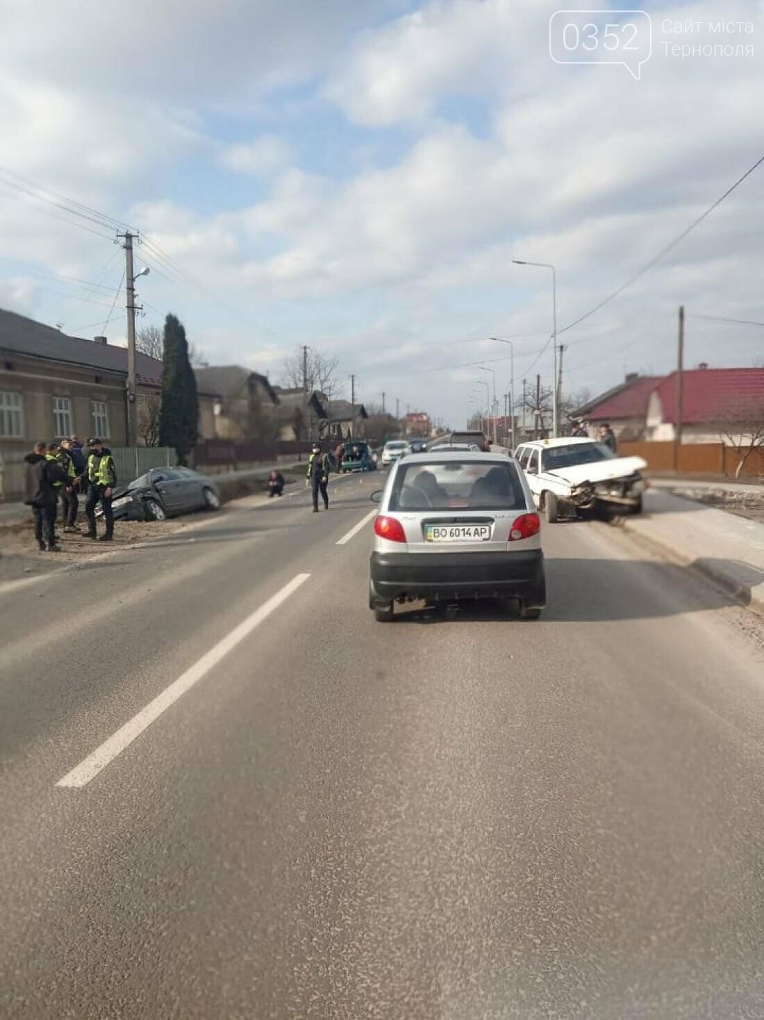 Не розминулись: на Тернопільщині у ДТП потрапили дві автівки (ФОТО), фото-1