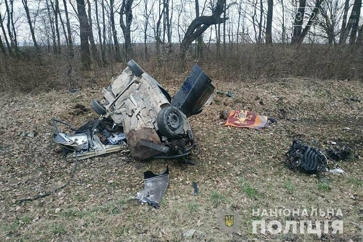 Внаслідок зіткнення вантажівки і легкового автомобіля на Тернопільщині загинула людина (ФОТО), фото-2