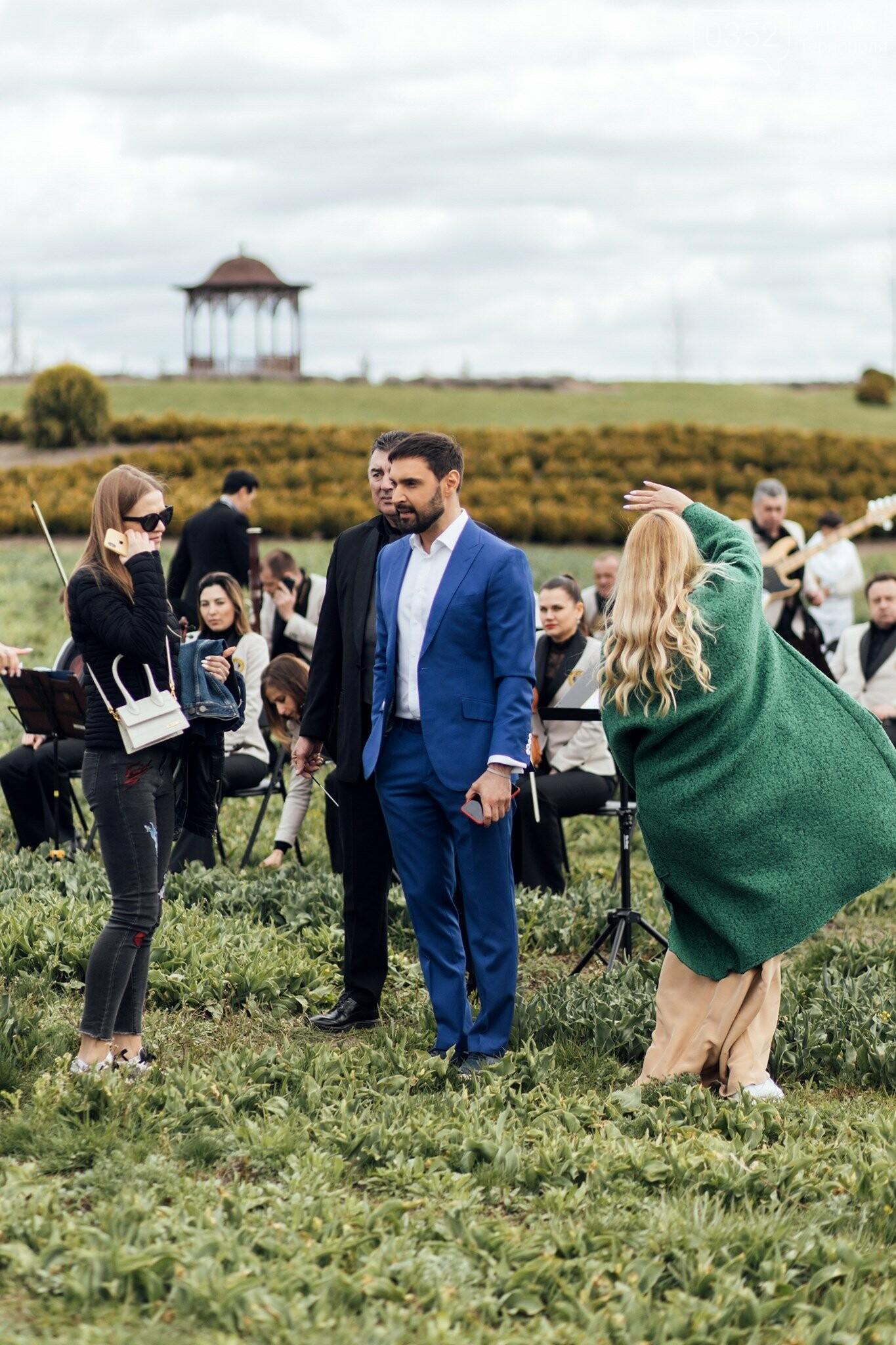 12 зіркових голосів 12-ма мовами: народний артист з Тернопільщини заспіває турецькою «Христос Воскрес!»  (ФОТО, ВІДЕО), фото-4