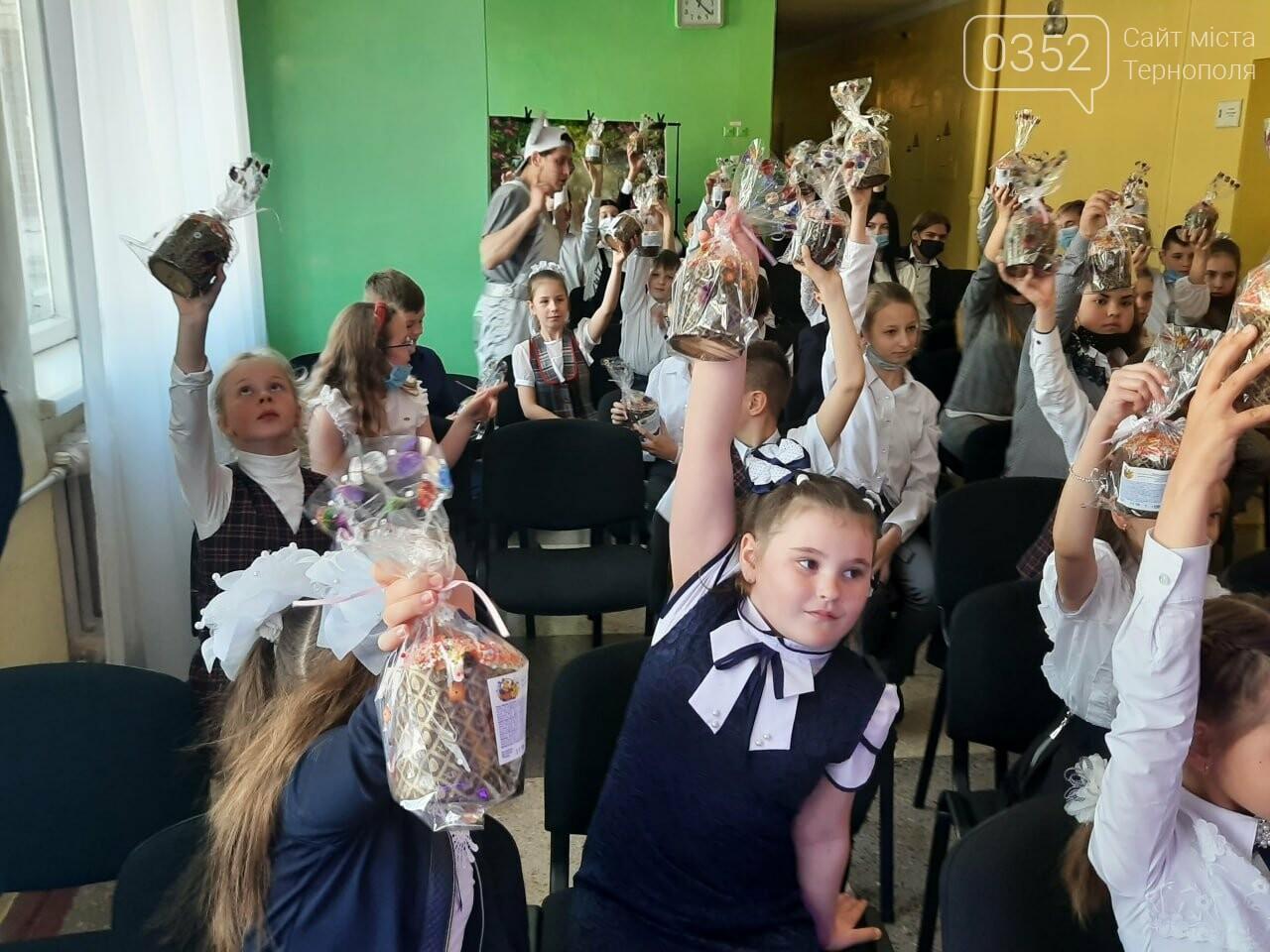 Більше ніж благодійність: «АТБ» передала три тисячі великодніх подарунків дітям із «сірої» зони Донбасу, фото-2