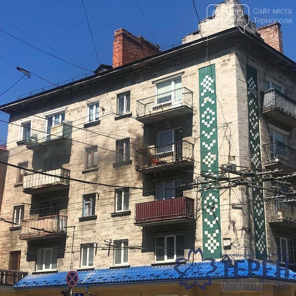В самісінькому центрі Тернополя спалахнув будинок (ФОТО), фото-1