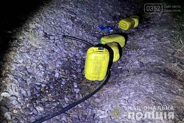 На Тернопільщині затримали чоловіка, який зливав пальне з тепловозу (ФОТО), фото-1
