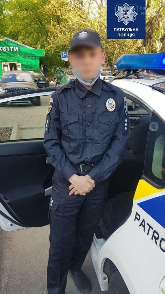 """Хотів """"навести лад"""" у місті: правоохоронці затримали підлітка, який прикидався поліцейським (ФОТО), фото-1"""