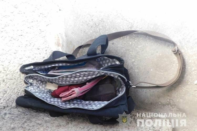"""""""Вирвав сумку з грошима та втік"""": у Тернополі просто на вулиці пограбували жінку (ФОТО, ВІДЕО), фото-1"""