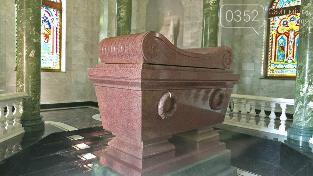 Кращий, ніж у Наполеона: аграрій побудував собі мармурово-золотий мавзолей (ФОТО), фото-2
