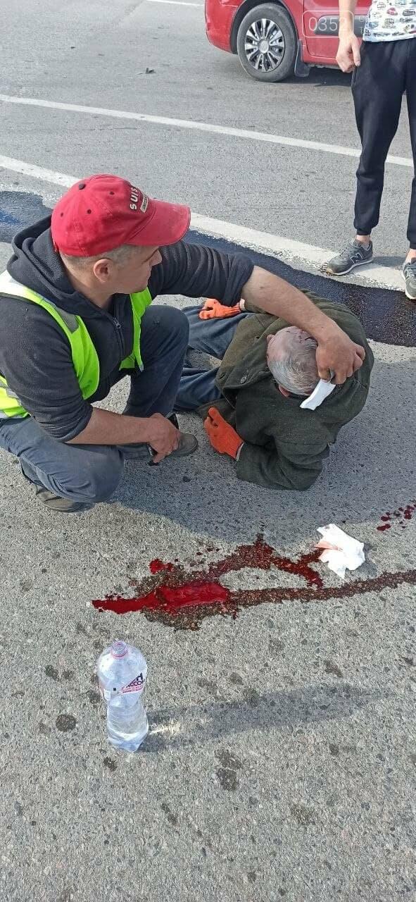 Сліди крові на дорозі: неподалік Тернополя  трапилась ДТП (ФОТО 18+), фото-2