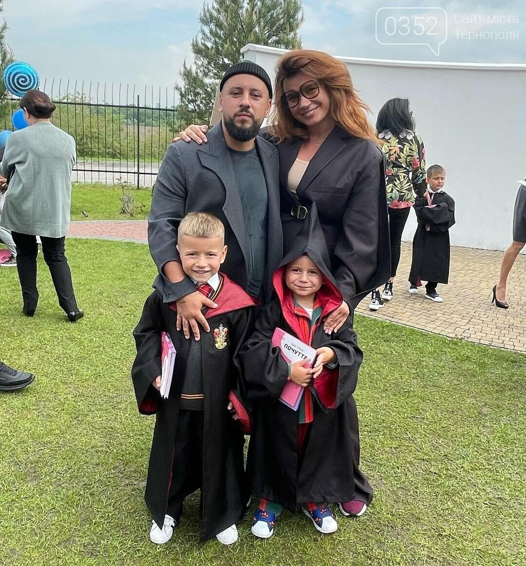 """""""Сльози струмком"""": дружина  MONATIK показала фото з випускного їхніх синів (ФОТО), фото-2"""