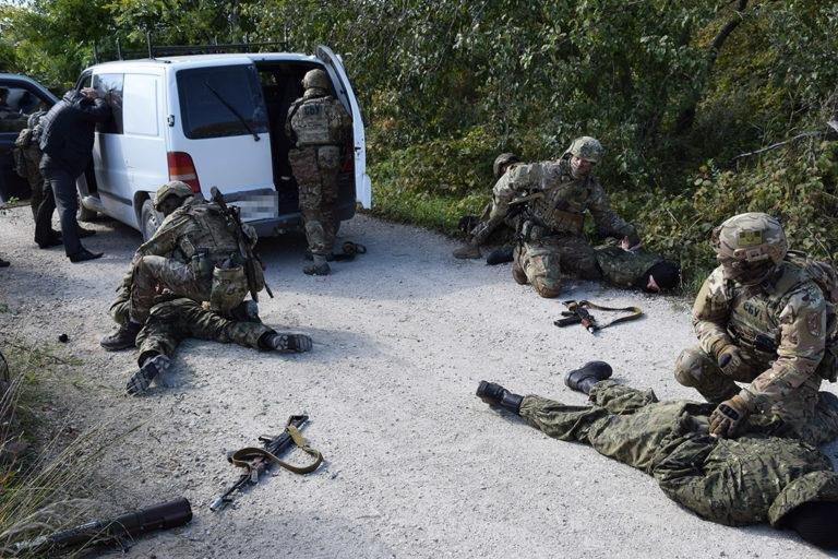Штурм та звільнення заручників: на Тернопільщині відбулись масштабні антитерористичні навчання (ФОТО), фото-5
