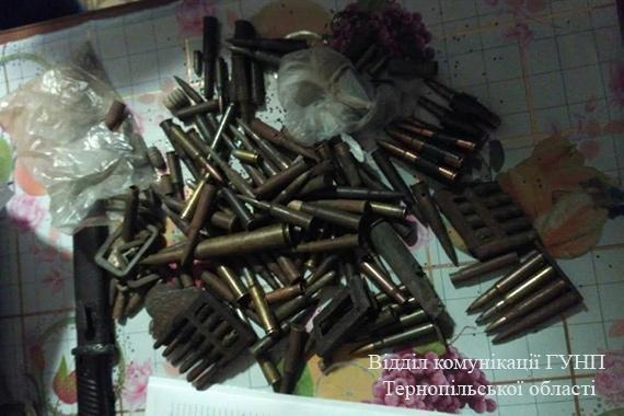 Тернополянин незаконно реставрував та продавав зброю (фото), фото-1