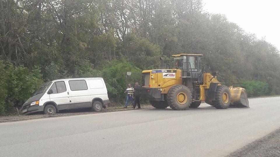 На Тернопільщині через нове узбіччя автомобіль ледь не злетів у кювет (ФОТО), фото-2
