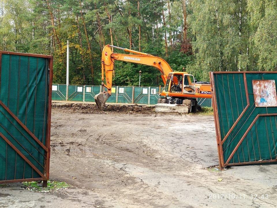 На будівництві в парку Нацвідродження  на активіста кинулись із лопатою (відео), фото-1