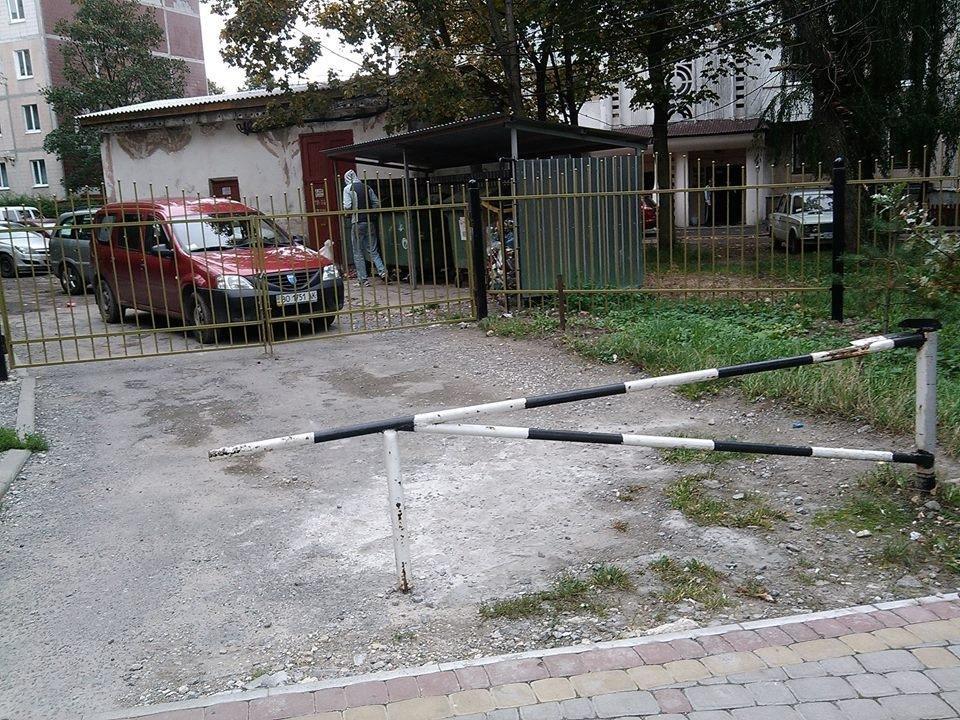 Тернополяни обурюються, бо на Оболоня загородили один із проїздів (фото), фото-2