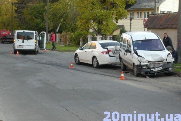 Неподалік податкової п'яний водій скоїв потрійну ДТП (фото), фото-5