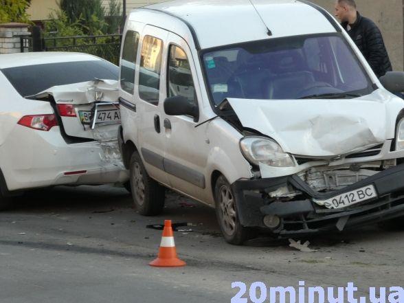 Неподалік податкової п'яний водій скоїв потрійну ДТП (фото), фото-4