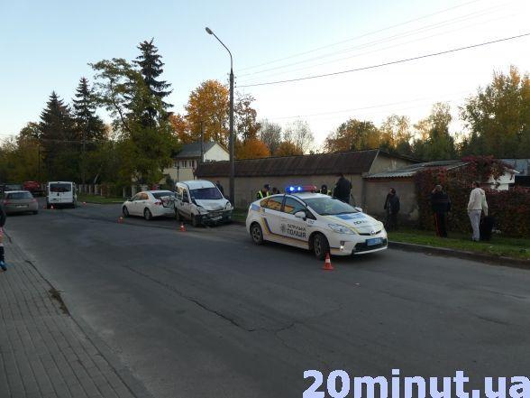 Неподалік податкової п'яний водій скоїв потрійну ДТП (фото), фото-1