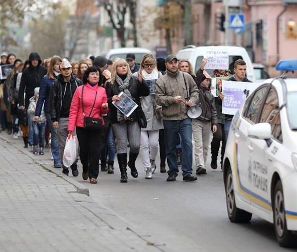 Тернополяни закликали місцевих модниць відмовитися від хутра (фото), фото-1