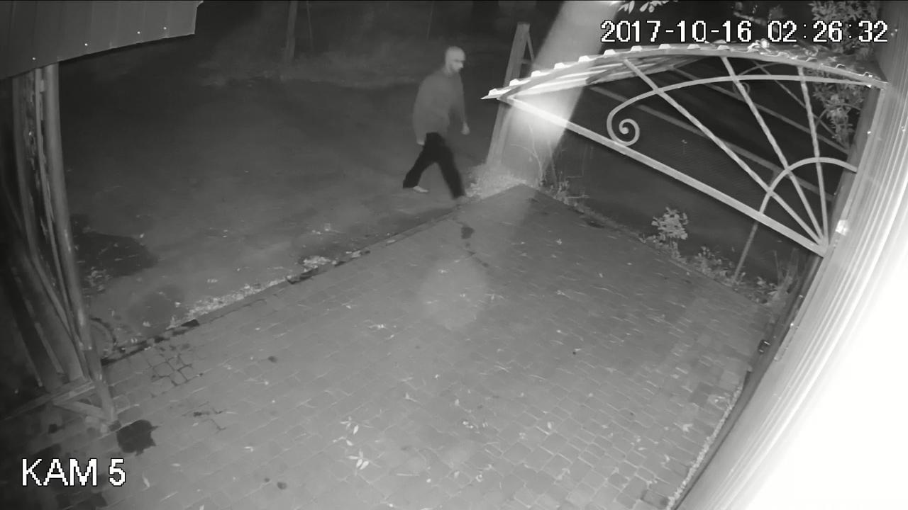 Правохоронці просять опізнати зловмисників, які пограбували банкомат в Тернополі (фото, відео), фото-2