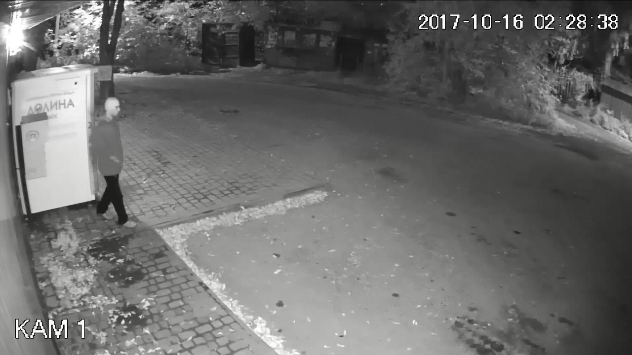 Правохоронці просять опізнати зловмисників, які пограбували банкомат в Тернополі (фото, відео), фото-3
