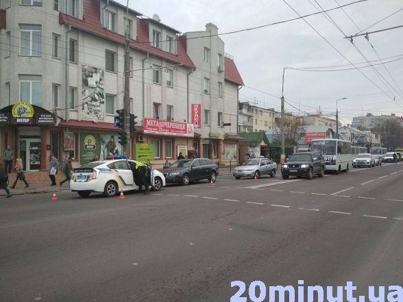 """На """"Східному"""" страшенний затор через ДТП із таксі (фото), фото-2"""