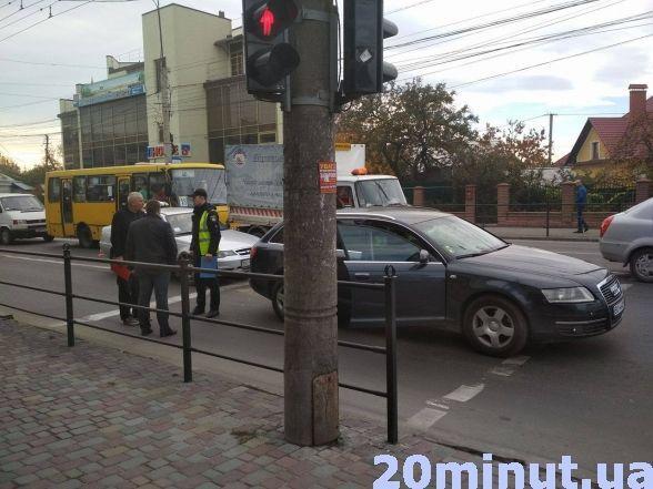 """На """"Східному"""" страшенний затор через ДТП із таксі (фото), фото-1"""