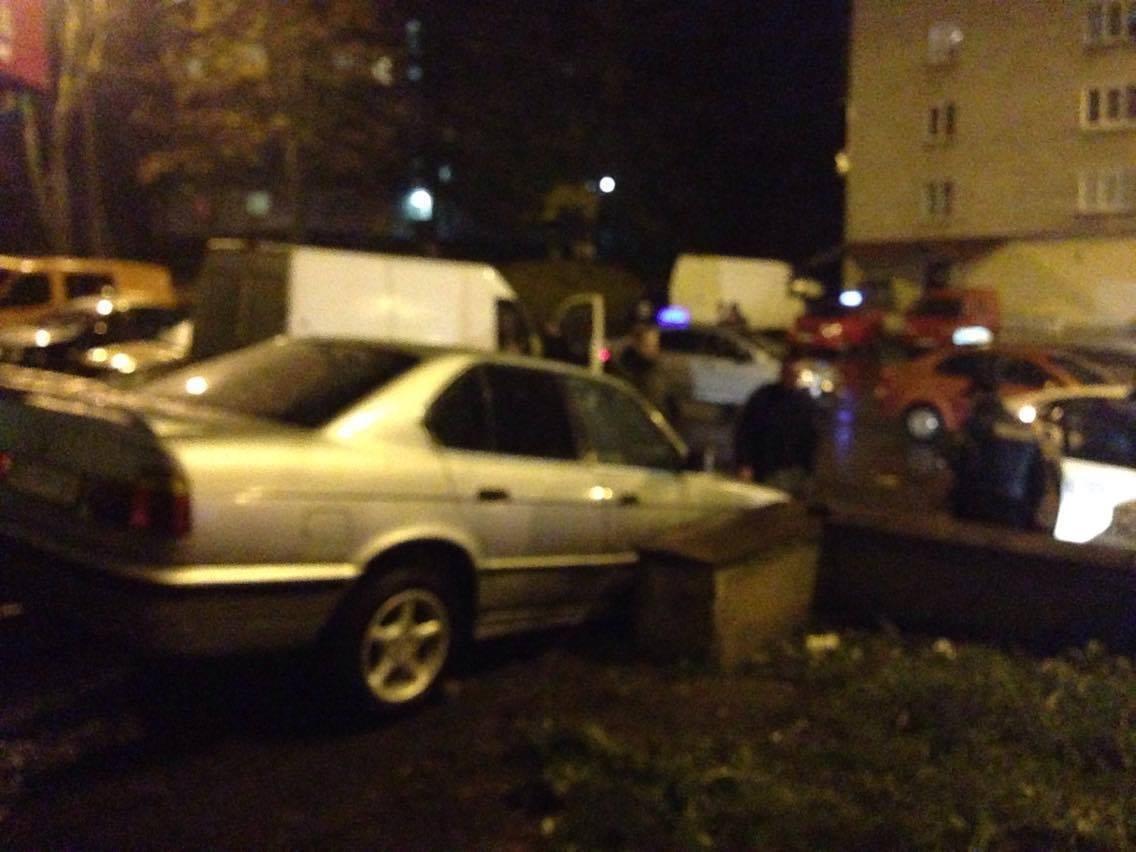 """У Тернополі п'яний водій намагався з'їхати на """"БМВ"""" по сходах (фото), фото-1"""