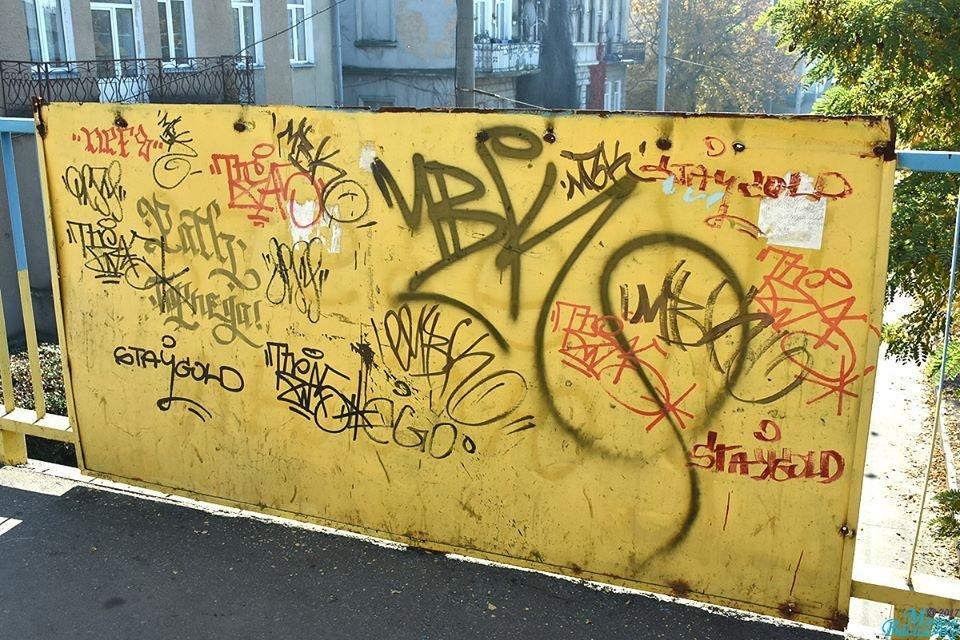 Тернопільські вандали познущалися з патріотичних написів (фото), фото-2