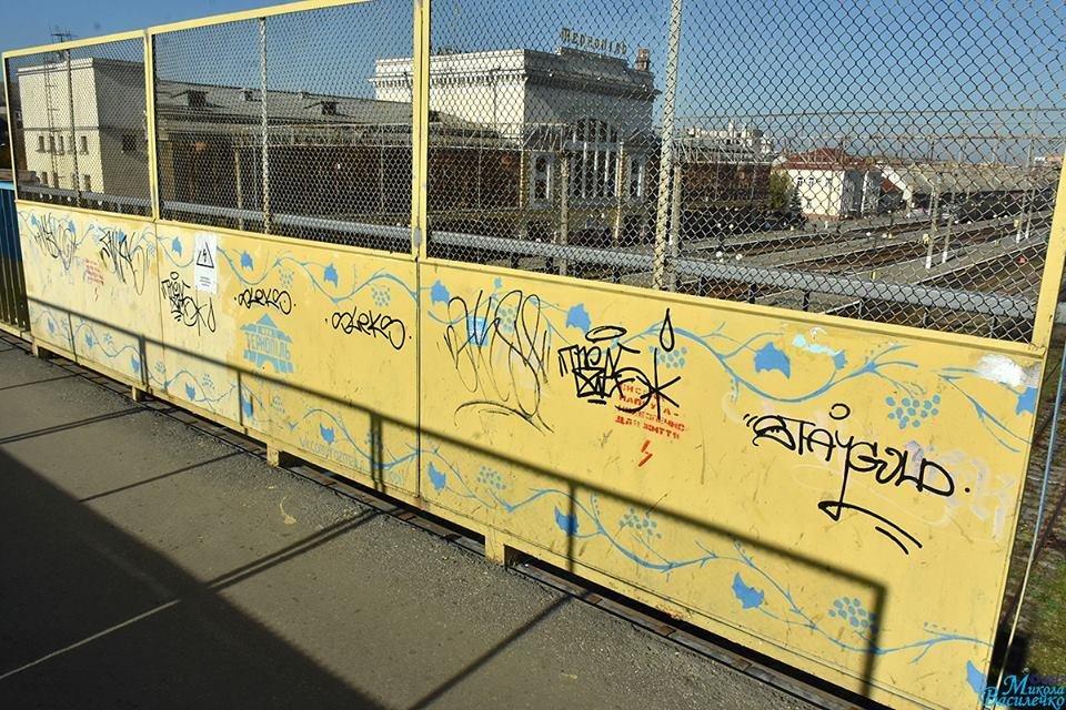 Тернопільські вандали познущалися з патріотичних написів (фото), фото-1