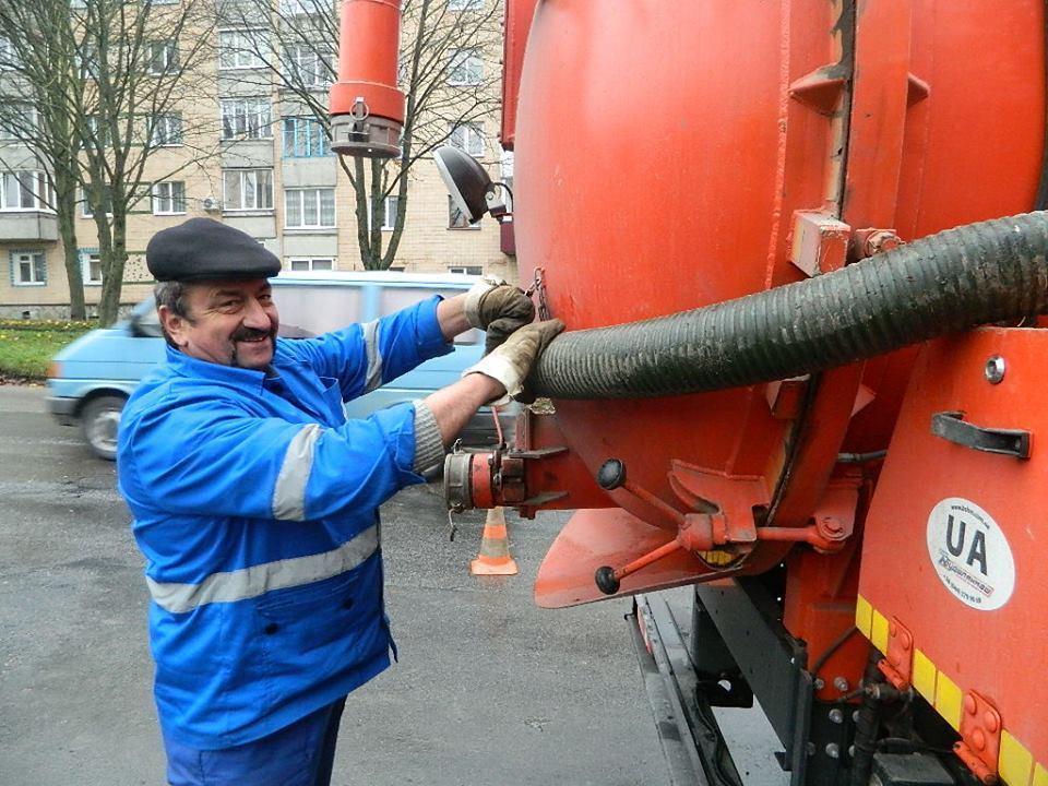 Що відбувається у Тернополі, коли водоканал промиває мережі? (фото), фото-5