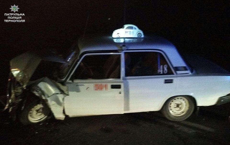 """Біля Тернополя таксист """"врізався"""" в автомобіль швидкої медичної допомоги (ФОТО), фото-2"""