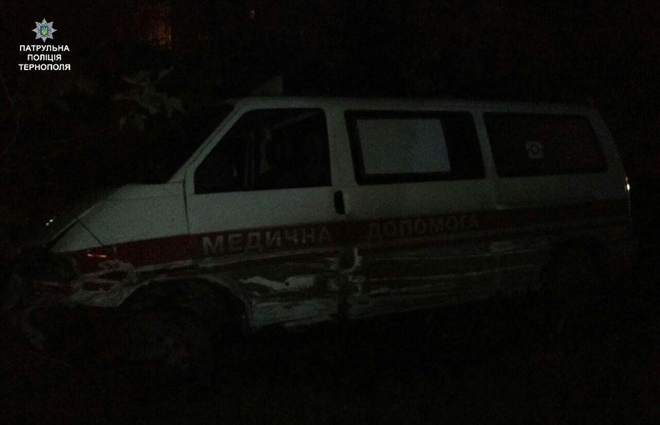 """Біля Тернополя таксист """"врізався"""" в автомобіль швидкої медичної допомоги (ФОТО), фото-3"""