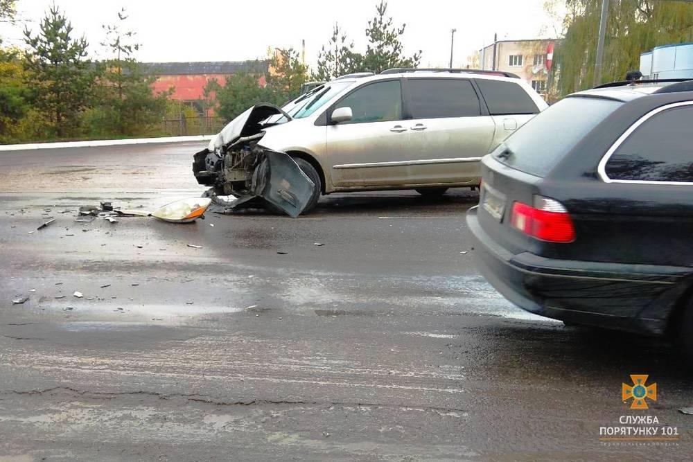 На Тернопільщині зіткнулися два автомобілі: Toyota та ЗІЛ (фото), фото-1