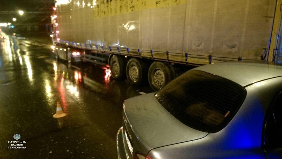 """У Тернополі водій на """"бляхах"""" скоїв аварію (ФОТО), фото-1"""