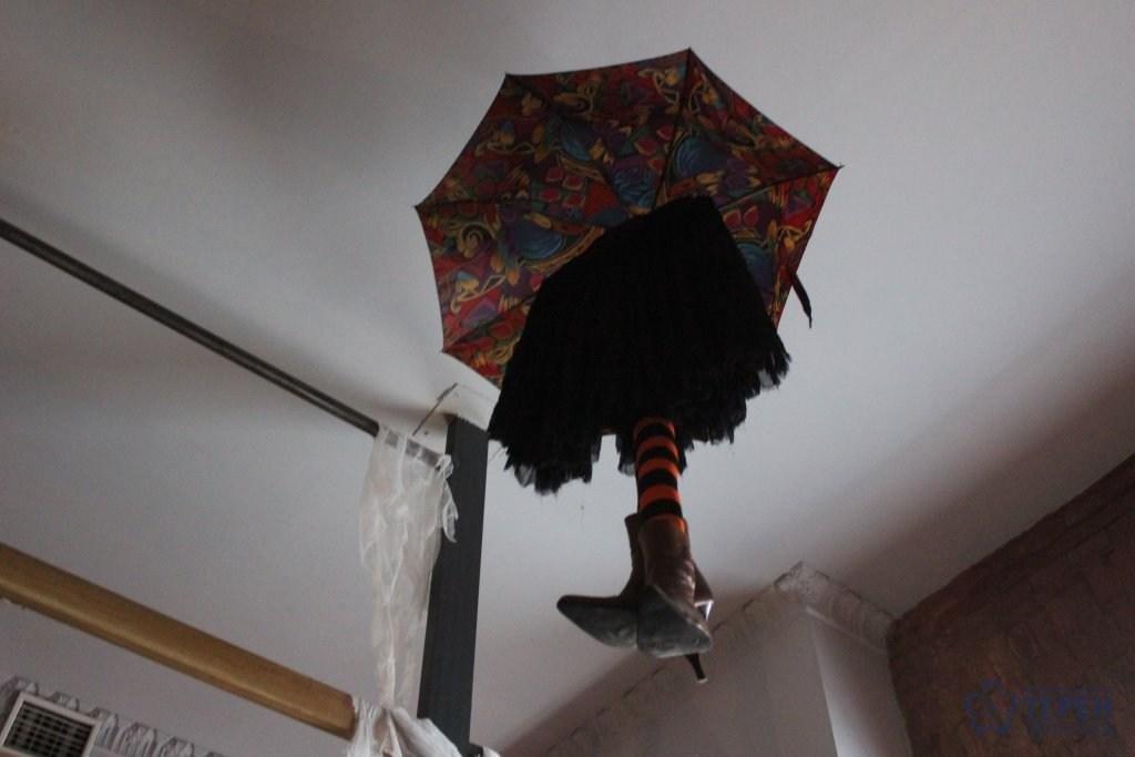 """Тернополян у ніч Хелловіну у барах обслуговували """"закривавлені"""" бармени та офіціантки-монстри (Фоторепортаж), фото-6"""