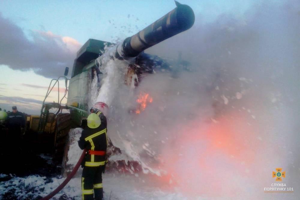 На Тернопільщині згорів комбайн (фото) , фото-4