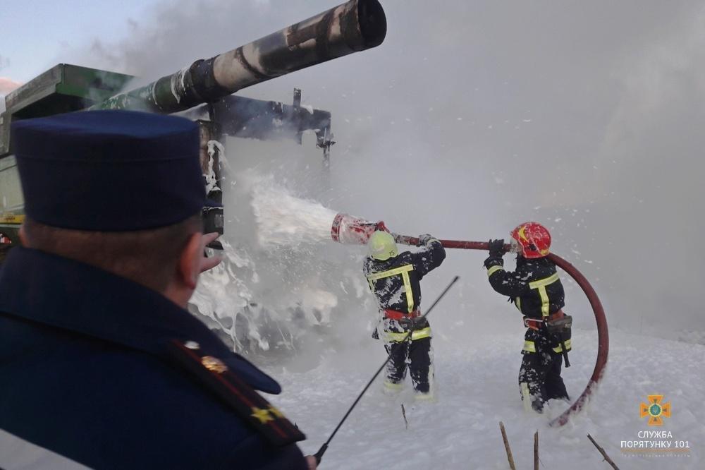 На Тернопільщині згорів комбайн (фото) , фото-1